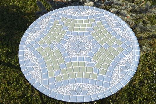 Мозаичный кофейный столик `Кристаллы`  выполнен в нежных тонах ранней весны