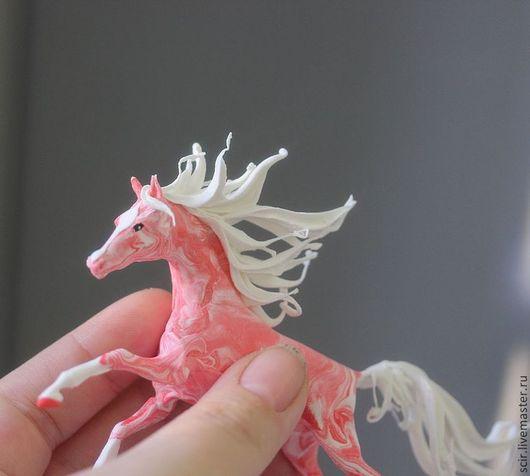 """Игрушки животные, ручной работы. Ярмарка Мастеров - ручная работа. Купить Фигурка маленькая """"Лошадка розовая мечта"""" (лошадь, розовый, белый). Handmade."""