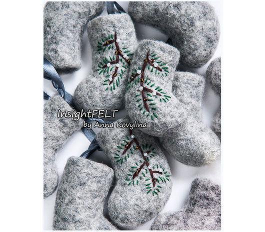Новый год 2017 ручной работы. Ярмарка Мастеров - ручная работа. Купить Сувенирные валеночки расшитые натуральных оттенков. Handmade. Серый