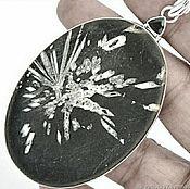 Коллекционный кулон с хризантемовым камнем  ЛЕПЕСТКИ ХРИЗАНТЕМ.