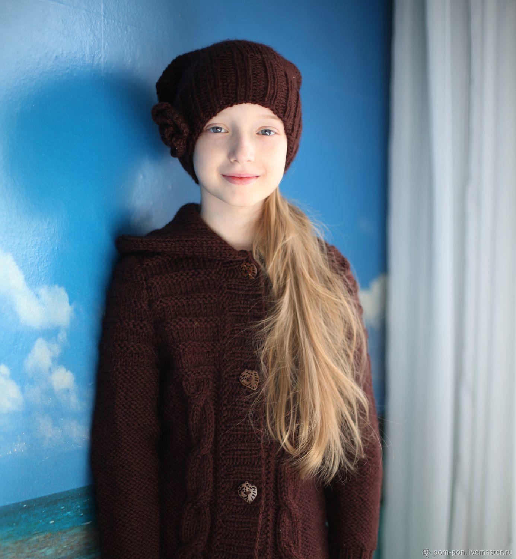 Вязаное пальто и шапочка для девочки