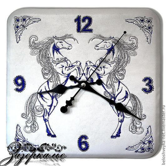 """Часы для дома ручной работы. Ярмарка Мастеров - ручная работа. Купить Часы из нат. кожи  """"Лошадки (белая кожа, серебро)"""". Handmade."""