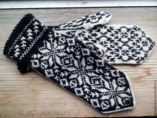 """Варежки, митенки, перчатки ручной работы. Ярмарка Мастеров - ручная работа. Купить Варежки вязаные женские шерстяные """"Снежинок хоровод"""". Handmade."""