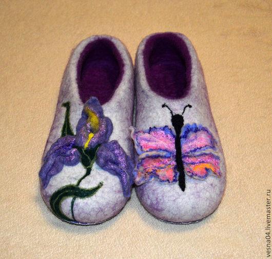 Обувь ручной работы. Ярмарка Мастеров - ручная работа. Купить Валяные вручную тапочки   Ирис и бабочка. Handmade. Женские тапочки