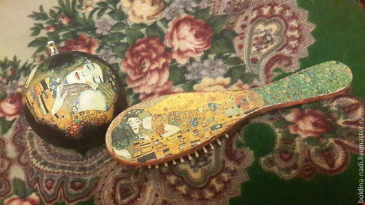 """Гребни, расчески ручной работы. Ярмарка Мастеров - ручная работа. Купить Шар на ёлку и расчёска Густав Климт """"Поцелуй"""". Handmade."""