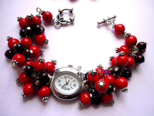 """Часы ручной работы. Ярмарка Мастеров - ручная работа. Купить Часы """"Рождественские Ягоды"""". Handmade. Ярко-красный, пышный браслет"""