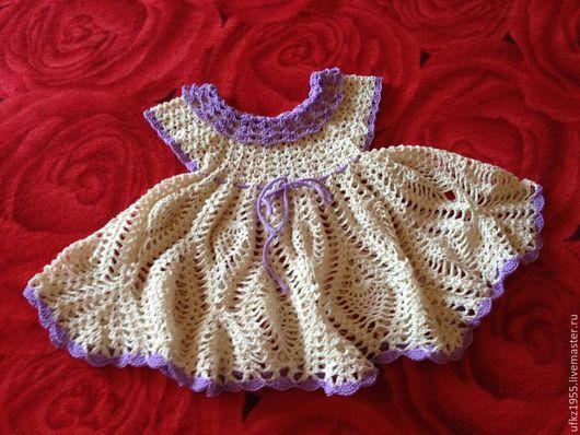 вязаное крючком платье для девочки молочного цвета отдела фиолетовая