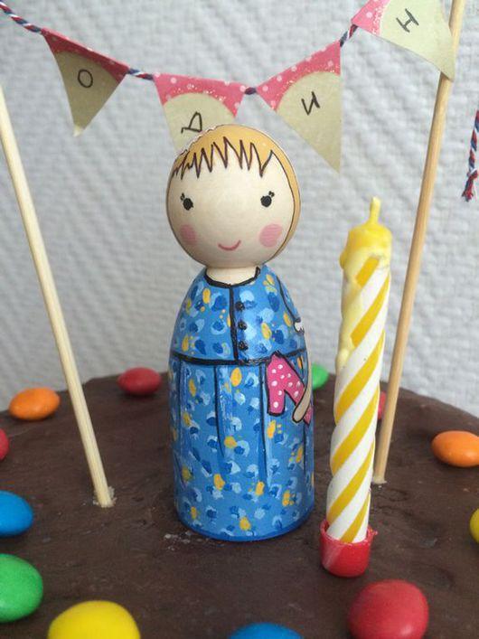 Вальдорфская игрушка ручной работы. Ярмарка Мастеров - ручная работа. Купить Индивидуальная куколка для праздничного пирога. Handmade. Разноцветный