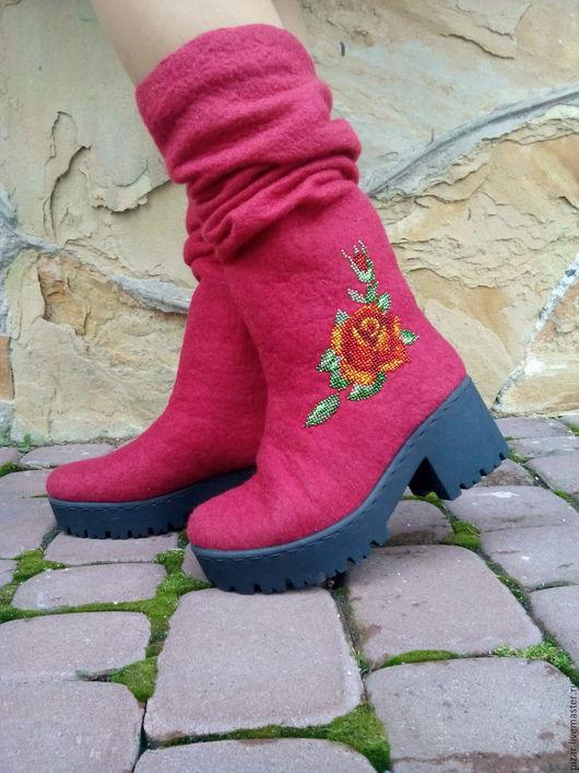 """Обувь ручной работы. Ярмарка Мастеров - ручная работа. Купить Валенки-сапожки """"Вышитые розы"""". Handmade. Ярко-красный"""