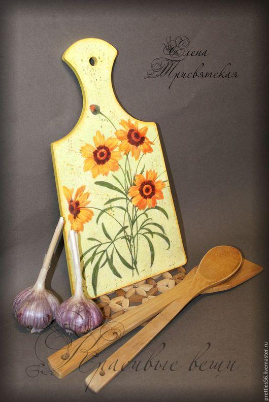 """Кухня ручной работы. Ярмарка Мастеров - ручная работа. Купить Доска разделочная деревянная """"Весна"""". Декупаж, желтый, оранжевый. Handmade."""