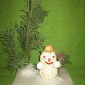 Подарки к праздникам ручной работы. Ярмарка Мастеров - ручная работа Снеговик в лесу. Handmade.