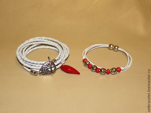 Браслеты ручной работы. Ярмарка Мастеров - ручная работа. Купить Кожаные браслеты из кожи белой плетеный и гладкий шнур коралл. Handmade.