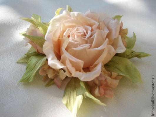 цветы из шелка брошь, цветок из ткани брошка, роза цветок брошь, чайная роза украшение, брошь заколка чайная роза, цветок из шелка роза, заколка в прическу  цветок роза, аксессуары для волос заколка
