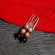 Украшения ручной работы. Ярмарка Мастеров - ручная работа Яркие серьги контрастные, белый красный черный, жемчуг коралл шунгит. Handmade.