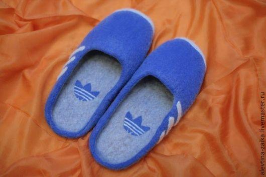 """Обувь ручной работы. Ярмарка Мастеров - ручная работа. Купить Тапочки """"Адидас"""". Handmade. Синий, домашние тапочки, тапочки из шерсти"""