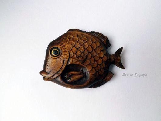 """Обереги, талисманы, амулеты ручной работы. Ярмарка Мастеров - ручная работа. Купить Деревянная брошь """"Златоглазая рыба"""" / личный талисман. Handmade."""