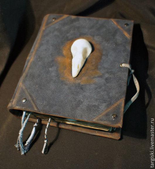 Эзотерические аксессуары ручной работы. Ярмарка Мастеров - ручная работа. Купить Книга для записей с птичьей черепушкой. Handmade. Тёмно-синий
