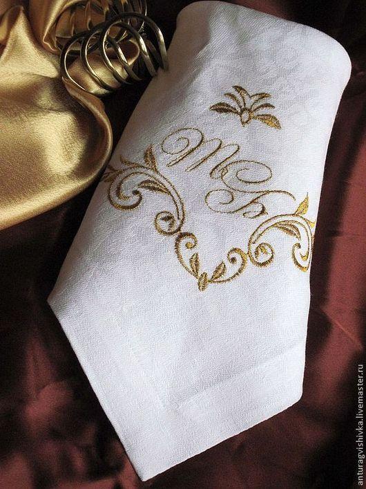 """Салфетка  с вышивкой """"Именная"""". Для украшения использована  машинная вышивка  в виде монограммы первых букв имени. Прекрасный подарок к свадьбе, подарок на день рождения."""