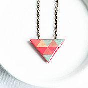 Украшения ручной работы. Ярмарка Мастеров - ручная работа Треугольный кулон с геометрическим рисунком - Красный кулон. Handmade.
