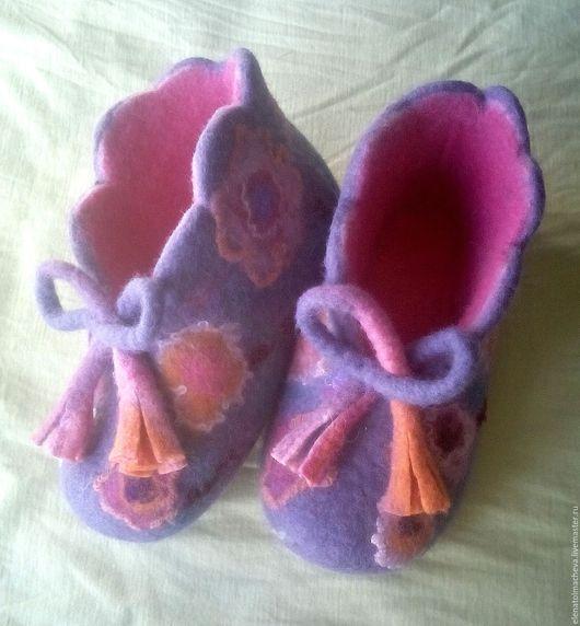 Обувь ручной работы. Ярмарка Мастеров - ручная работа. Купить валяные башмачки для девочки,,Колокольчик''. Handmade. Фуксия, обувь для дома