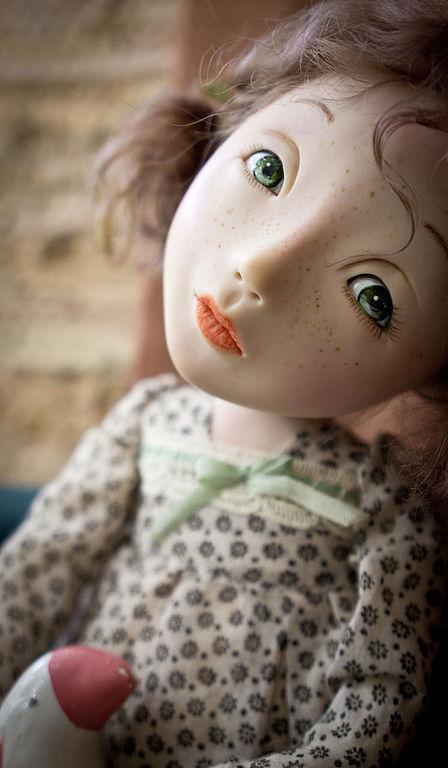 Коллекционные куклы ручной работы. Ярмарка Мастеров - ручная работа. Купить Малеха с розовой птичкой. Handmade. Оливковый, птичка, фаянс