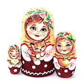 Народная кукла ручной работы. Ярмарка Мастеров - ручная работа Матрешка Оля с кошечкой 3м 11см. Handmade.