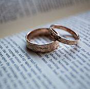 Wedding rings handmade. Livemaster - original item textured Gold wedding rings hamering. Handmade.