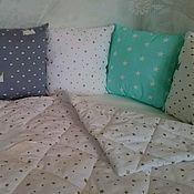 Для дома и интерьера ручной работы. Ярмарка Мастеров - ручная работа Бортики и одеяло в детскую кроватку Короны. Handmade.