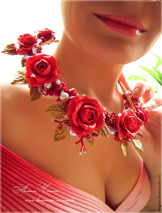 Пышная праздничная диадема-тиара с роскошными алыми розами из полимерной глины FIMO. Диадема с красными розами из полимерной глины FIMO и белым жемчугом. Роскошная диадема в цветочном фантазийном стиле. Диадема в стиле цветочной готики.  Украшения в готическом стиле. Украшения для праздников и торжеств. Украшения для выпускного бала. Необычные украшения в подарок. Свадебный стиль. Аксессуары для невесты. Украшения в эльфийском стиле. Украшения в подарок девушке.