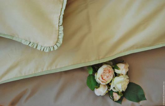 бежево-кофейное постельное белье с контрастным оливковым кантом