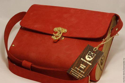 Женские сумки ручной работы. Ярмарка Мастеров - ручная работа. Купить Алая сумка из нубука с вставками из дуба. Handmade.