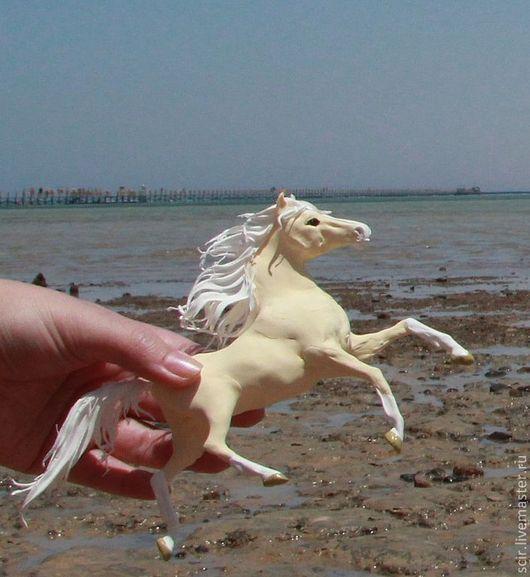 """Игрушки животные, ручной работы. Ярмарка Мастеров - ручная работа. Купить фигурка """"Лошадь золотого песка"""" (песок, пляж, море). Handmade."""