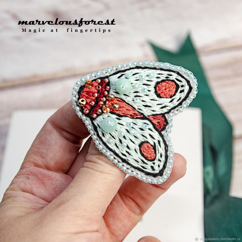 Вышитая брошь мятная коралловая моль бабочка, Брошь-булавка, Буденновск,  Фото №1