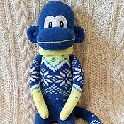 Куклы и игрушки ручной работы. Ярмарка Мастеров - ручная работа Носочная обезьянка-сисадмин в зимнем свитере. Handmade.
