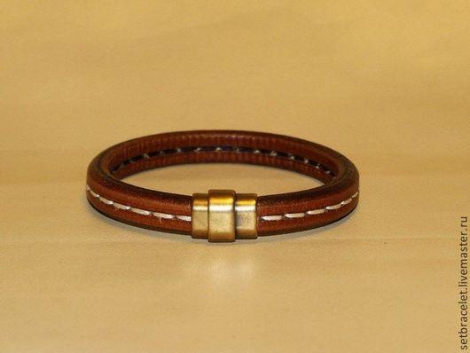 Украшения для мужчин, ручной работы. Ярмарка Мастеров - ручная работа. Купить Мужской кожаный браслет рыже-коричневый, регализ со строчкой. Handmade.