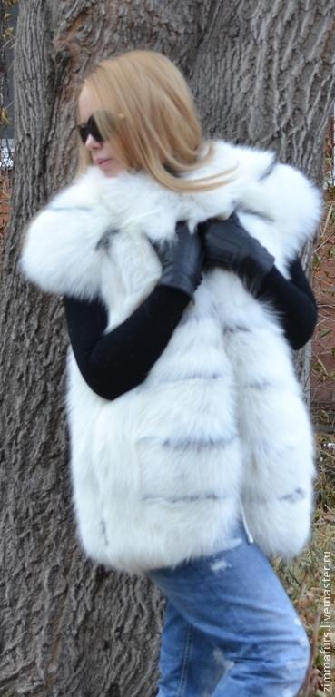 Жилеты ручной работы. Ярмарка Мастеров - ручная работа. Купить Жилет из меха снежной лисы с поперечным бортом.. Handmade.