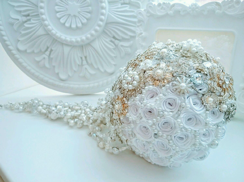 La cascada de broche ramo de 'Deniza'.Puro broche ramo con perlas, Wedding bouquets, Moscow,  Фото №1