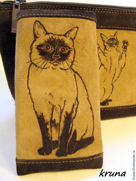 Женские сумки ручной работы. Ярмарка Мастеров - ручная работа. Купить Косметичка и чехол для телефона из замши  Любимая тайская кошка. Handmade.