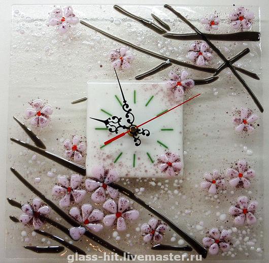 японская сакура - традиционный символ женской молодости и красоты