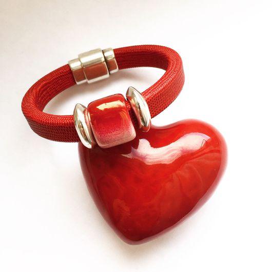 """Браслеты ручной работы. Ярмарка Мастеров - ручная работа. Купить Кожаный браслет регализ красный, """"Сердце"""". Handmade. Регализ"""