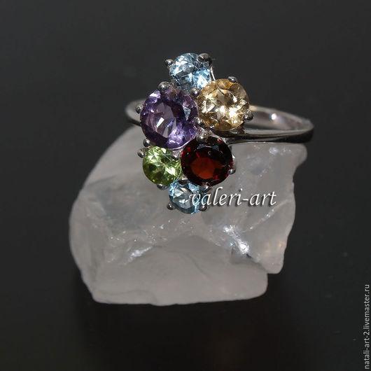 Кольцо с голубым топазом, гранатом, цитрином, аметистом, хризолитом  в серебре 925 пробы.  Цена- 2500 рублей