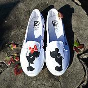 """Обувь ручной работы. Ярмарка Мастеров - ручная работа Слипоны с росписью Микки Маус """"Kiss me"""". Handmade."""