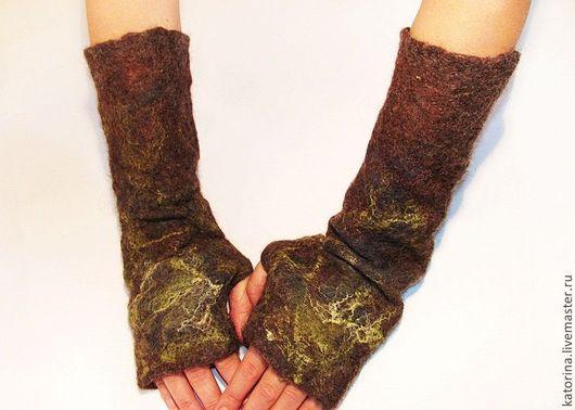 Митенки `Сухоцветы` валяные с шелковыми волокнами и материалом