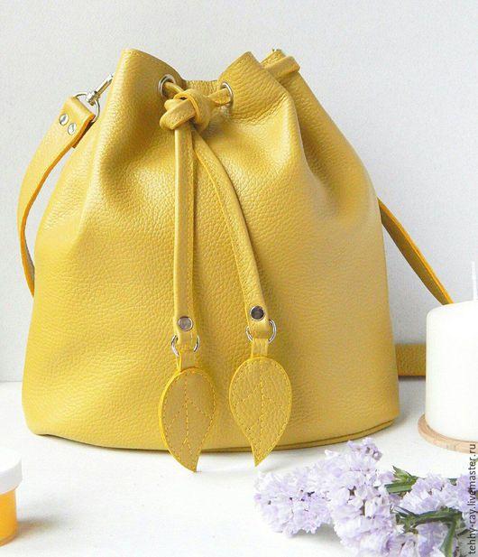 Женские сумки ручной работы. Ярмарка Мастеров - ручная работа. Купить Желтая сумка-мешок (торба) из кожи. Handmade. Желтый