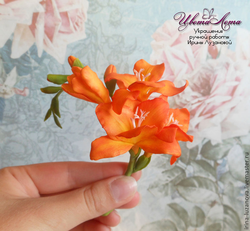 Decoration with flowers of polymer clay (`cold porcelain`)