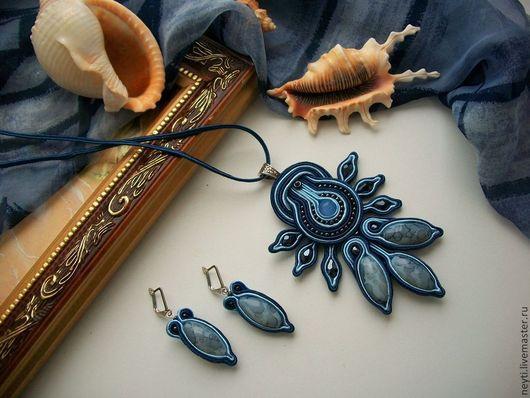 Кулоны, подвески ручной работы. Ярмарка Мастеров - ручная работа. Купить Кулон и серьги сутажные Синева. Handmade. Тёмно-синий