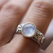 Украшения ручной работы. Ярмарка Мастеров - ручная работа 17.7 лунный камень 8 мм кольцо серебряное. Handmade.