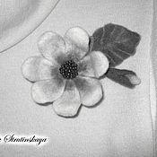 Брошь-булавка ручной работы. Ярмарка Мастеров - ручная работа Брошь-цветок фантазийная из шерсти монохром. Handmade.