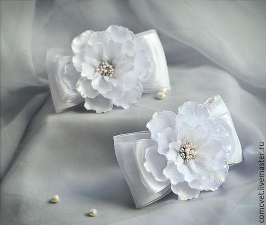 """Заколки ручной работы. Ярмарка Мастеров - ручная работа. Купить Резинки для волос """"Бантики-цветочки"""". Handmade. Белый, резиночки для волос"""
