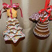 Сувениры и подарки ручной работы. Ярмарка Мастеров - ручная работа новогодний подарок пирамидка елочка и колокольчик. Handmade.